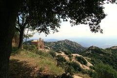 Pequeña capilla preciosa en Montserrat imagen de archivo