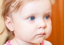 Pequeña cara del niño con los ojos azules Imágenes de archivo libres de regalías