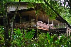 Pequeña casa en el bosque Imágenes de archivo libres de regalías