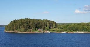 Pequeña casa en la isla Foto de archivo