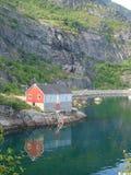 Pequeña casa en Moskenes, islas de Lofoten Foto de archivo