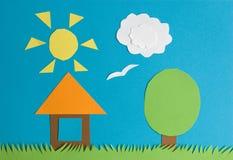 Pequeña casa en una hierba Imagen de archivo