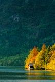 Pequeña casa hermosa de la cabaña en el lago Bohinj en Eslovenia Fotografía de archivo libre de regalías