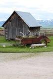 Pequeña casa vieja en rancho fotos de archivo