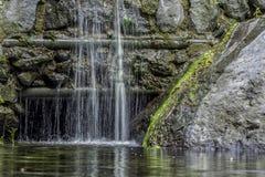Pequeña cascada de la montaña Foto de archivo libre de regalías