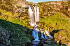 Pequeña cascada en Islandia Imagenes de archivo