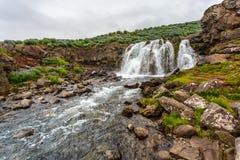 Pequeña cascada en Islandia Imagen de archivo