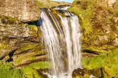 Pequeña cascada en Islandia Foto de archivo