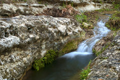 Pequeña cascada encantada Fotos de archivo libres de regalías