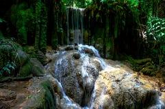 Pequeña cascada preciosa Imagenes de archivo