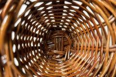 Pequeña cesta de mimbre Foto de archivo