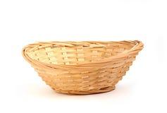 Pequeña cesta de mimbre ornamental. Imagenes de archivo