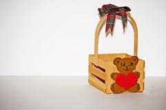 Pequeña cesta del oso Foto de archivo