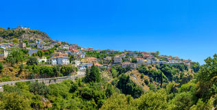 Pequeña ciudad albanesa foto de archivo