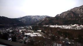 Pequeña ciudad con la montaña Nevado Fotos de archivo libres de regalías