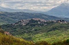Pequeña ciudad de Castel San Vincenzo Imagen de archivo libre de regalías