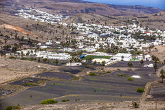 Pequeña ciudad de Haria en Lanzarote Foto de archivo