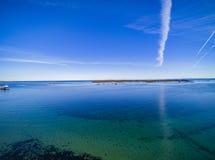 Pequeña ciudad de la pesca, isla noruega, visión aérea escénica Fotos de archivo libres de regalías
