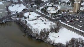 Pequeña ciudad de la visión aérea después del nevadas almacen de video