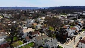 Pequeña ciudad de Pennsylvania del paso elevado aéreo rápido almacen de video