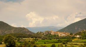 Pequeña ciudad de Peramea en Pyrenees españoles Fotos de archivo libres de regalías
