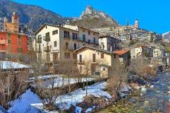 Pequeña ciudad del tende en las montañas. imagen de archivo