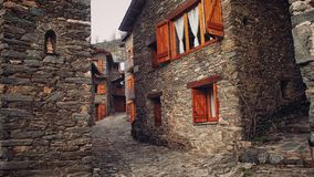 Pequeña ciudad en Cataluña foto de archivo