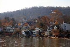 Pequeña ciudad en el río Hudson, NY, los E.E.U.U. Foto de archivo libre de regalías