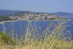Pequeña ciudad en Grecia Foto de archivo libre de regalías