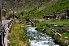Pequeña ciudad en los Pirineos imágenes de archivo libres de regalías