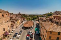 Pequeña ciudad italiana Siena desde arriba fotos de archivo