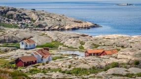 Pequeña colección de las casas de los pescadores en Bohuslän, Suecia Foto de archivo