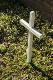 Pequeña cruz blanca Foto de archivo