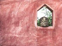 Pequeña decoración de piedra de la escultura de Ganesha en la pared foto de archivo libre de regalías