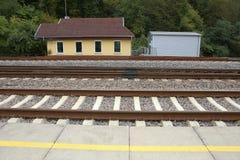 Pequeña estación cerca del ferrocarril Imagenes de archivo