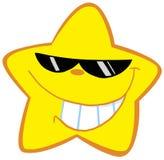 Pequeña estrella feliz con las gafas de sol Imagen de archivo libre de regalías