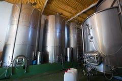 Pequeña fábrica contemporánea del winemaker foto de archivo libre de regalías