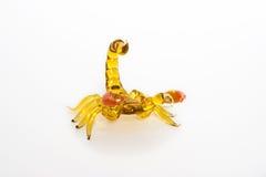 Pequeña figurilla ambarina de un sco Imágenes de archivo libres de regalías