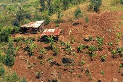 Pequeña granja del país en una colina Imagen de archivo