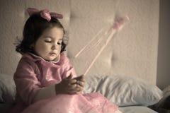 Pequeña hada rosada con la vara mágica Fotografía de archivo libre de regalías