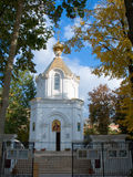 Pequeña iglesia blanca Fotos de archivo