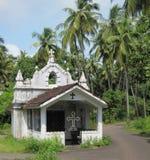 Pequeña iglesia blanca de Goan Foto de archivo