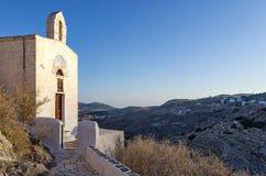Pequeña iglesia católica en Ermpoupolis, isla de Syros, Cícladas, Grecia Imagen de archivo