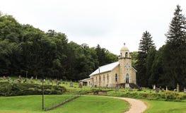Pequeña iglesia de la aldea Fotos de archivo libres de regalías