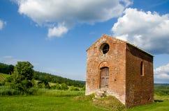 Pequeña iglesia vieja en Toscana Fotos de archivo libres de regalías