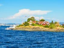 Pequeña isla en el fiordo de Oslo, Noruega foto de archivo
