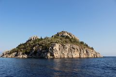 Pequeña isla en el Mar Egeo Fotografía de archivo libre de regalías