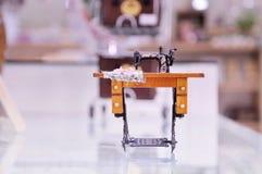 pequeña máquina de coser Imagen de archivo