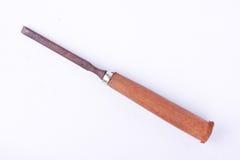 Pequeña madera plana usada vieja del cincel que talla las herramientas de la carpintería en la herramienta blanca de la carpinter Fotografía de archivo libre de regalías