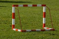 Pequeña meta del fútbol imagen de archivo